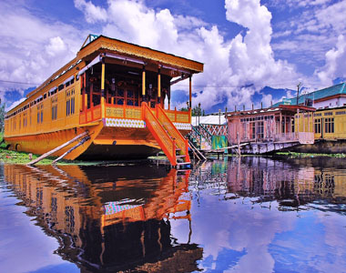 Srinagar Houseboat Packages